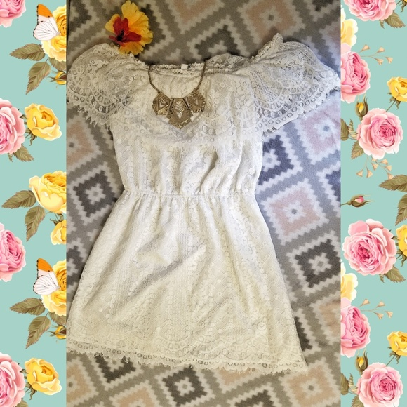 BB Dakota Dresses & Skirts - Adorable White Lace Dress